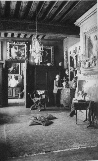 CIRCA 1935. EMILE BERNARD DANS SON SUPERBE ATELIER ..15 QUAI DE BOURBON, DANS L'ÎLE SAINT-LOUIS.