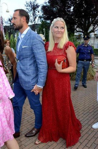 La Princesse Mette Marit de Norvège toute étonnée de voir Maguy en reporter pékinoise