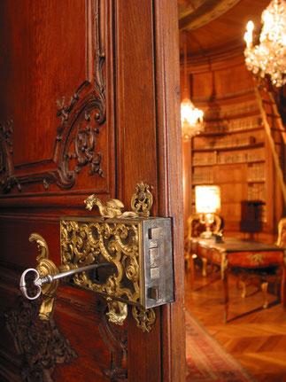 Porte menant à la Bibliothèque. C*paris.mae.ro