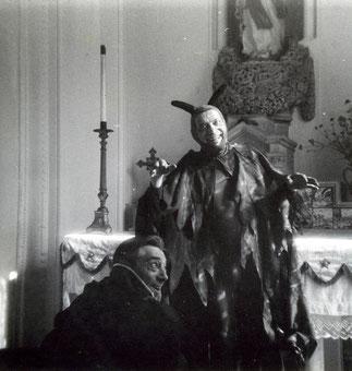 Paul Préboist et son frère.  Chapelle en cours de restauration