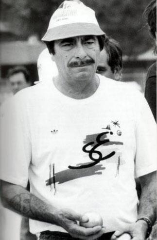 MILOU LOVINO (+2007) UN FAN DE LA BOULE BLEUE