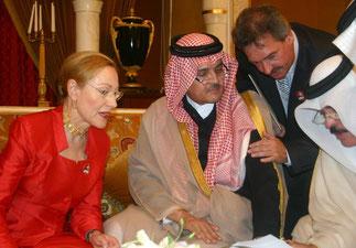 5 Août 2005. Bahrein. Avec Benita Ferrero-Waldner et Jean Asselborn, Pt du Conseil de l'UE,Ministre des Affaires Etrangères et  de l'Immigration.