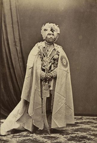 6 / MAHENDRA SINGH 1852+1876 (1862/1876). A fondé des écoles et en 1875 le Collège Mohendra, aidé la population durant les famines ....