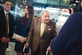 Ariana et son grand-père David                  ROCKEFELLER    4 Novembre 2013