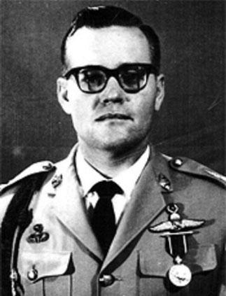 1963. Colonel James W. '(Bill) LAIR en uniforme de la PARU, unité  de renfort de la police aérienne thaÏe.