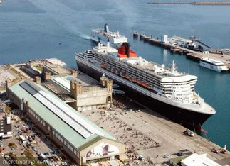 Escale du Queen Mary 2.  2004.