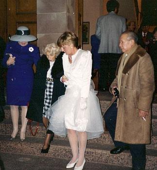SA MAJESTE ET LA PRINCESSE VINH THUY (à gauche en bleu) AU MARIAGE DE PATRICK à ERSTEIN, EN 1992.