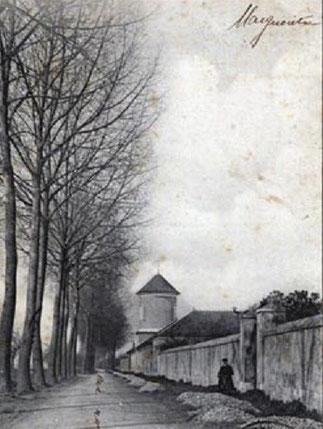 PIGEONNIER-PORCHE à TOUR CYLINDRIQUE; TROUS DE BOULIN ET ECHELLE TOURNANTE. INSCRIT M.H.