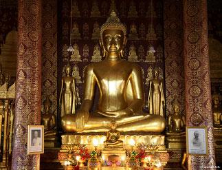 Bouddha BHUMISPARSA. Prise de la terre à témoin.