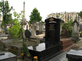 Cimetière de Passy. Paris. 3è division. Pose d'une stèle 10 ans après. Avec nos remerciements à : archives.lesmanantsduroi.com