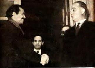 1962.  Poignée de mains avec Monsieur Bouteflika