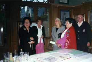 L'Ecrin, chez Mme Blais. Au centre, Mlle Ameline, Conseiller général du Calvados.