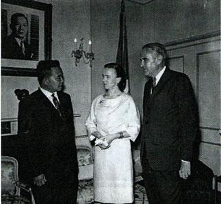 Washington. Ambassade du Laos.1963. Le Prince, Madame Dean Rusk et l'Ambassadeur Averell Harriman.