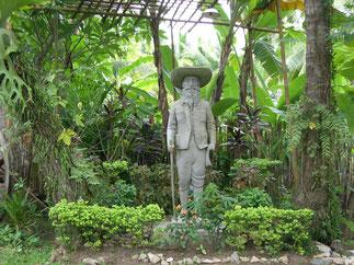 Réplique de la statue de Pavie à la Mission Militaire de France à Luang Prabang. Disparue peu avant 1975. Sculpteur Paul Ducuing né en1867 à Lannemezan et mort en 1949 à Toulouse.