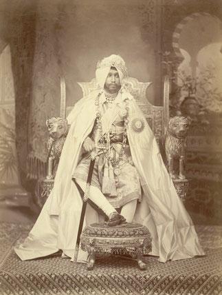 7 / RAJINDER SINGH 1972+1900 (1876/1900) . . .365  femmes dont une Irlandaise converie au Sikhisme . Le premier Raja à avoir en 1892 une voiture de DION-BOUTON et un avion. Ami intime de W. BERESFORD