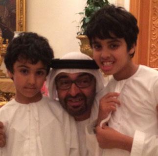Le Pce avec Mohammed et Zayed bin Abdullah.