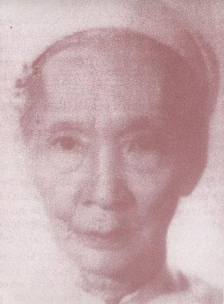 MAI THI VANG fille aînée de MAI KHAC DÔN, seule épouse de DUY TÂN. Après 2 ans à la Réunion elle fut rapatriée au Vietnam. Elle refusa de signer l'acte de résiliation de son mariage présenté par Tôn Nhon Phu, à la demande de l'Empereur. Décédée en 1980.