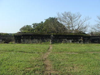 PALAIS KIÊN TRUNG reconstruit en 1920 par l'empereur Khai Dinh et incendié en 1947 par les Viêtminh.