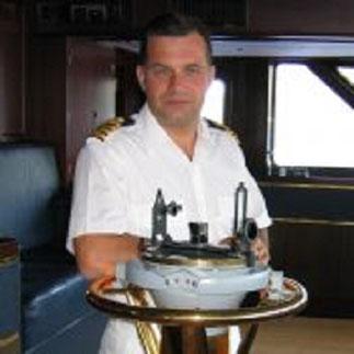 ^2017.Captain Mike HITCH, GOLDEN FLEET >1987  >>>1987  CANBERRA : g.à dte en blanc .......>>. Terry SMULLEN COX 'N, Captain Mike HITCH et  Steve YOUNG,  C* www.seadogs-reunited.com