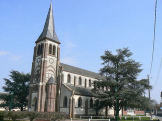 Eglise Notre Dame du Carmel sur la place face à la nouvelle mairie