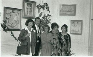 Goldy entre Janie de la Chapelle et le fils aîné d'Ernest Kosmowski.