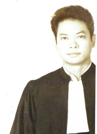1971. HUÊ. GIAO prête serment près de la Cour d'Appel.