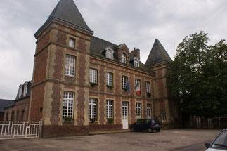 La Mairie. Construite en 1859, elle accueillit l'école des garçons