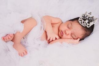 noworodek z rozami