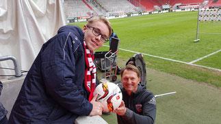 Ein persönliches Geschenk von Ralf Hasenhüttel (natürlich mit seinem Autogramm), den Spielball zum 1:0 gegen Borussia Mönchengladbach vom 09.04.2016. Vielen lieben Dank