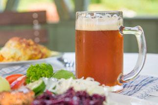 Thüringer Abendessen mit Bier