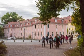 Reisegruppe am Haus der Frau von Stein, Weimar