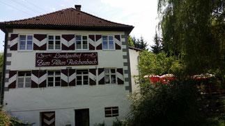 Im Biergarten hört man den Reichenbach rauschen...