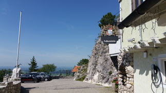 Oben angekommen: Falkenstein - Hotel. Die verfallene Burg ist links (nicht im Bild)...
