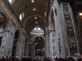 大聖堂の内部は芸術作品の宝庫でした。