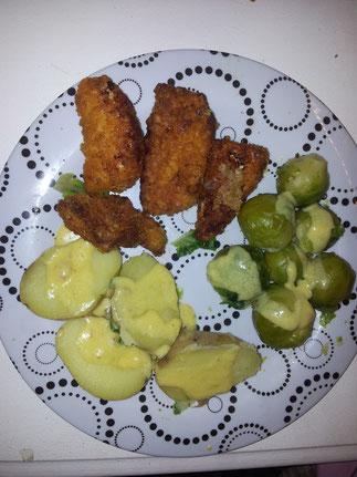 Chicken Nuggets mit Karoffeln, Rosenkohl und Sauce Hollandaise