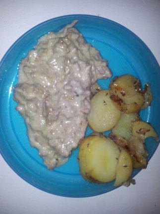 Hackfleisch-Lauch-Topf mit Bratkartoffeln
