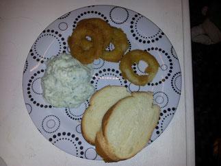 Calamari mit Tsatziki und Weißbrot