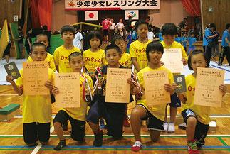 小学生団体戦3位のOSAレスリング部