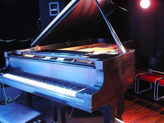ライブハウス レンタルスタジオ 横浜 桜木町 ジャムザセカンド コンサートピアノ