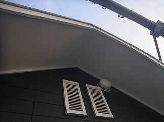 軒天の塗り替え完成。 防カビ塗料を使用。