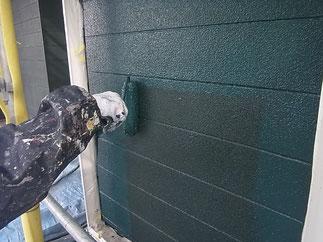 外壁上塗りローラー仕上げ。グリーン外壁