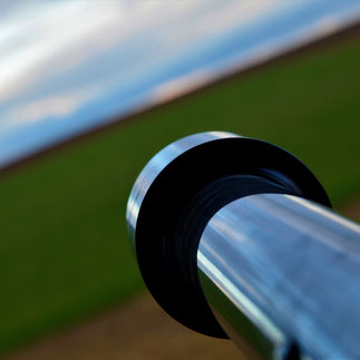 Foto. Karagiannakis, Visionen; Teleskop mit weiter Landschaft im Hintergund