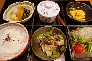 宝塚南口の天麩羅食心「悠」のランチ。小鉢もの・茶わん蒸しなど