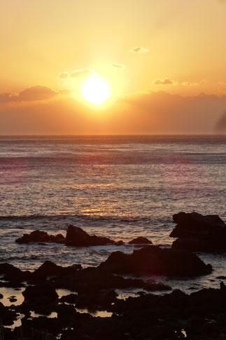 UTOKO星野リゾートの客室より、太平洋の荒波と日の出の風景です。