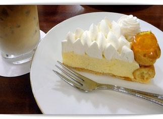 大阪梅田、阪急三番街の珈琲店バーンホーフの珈琲とケーキ