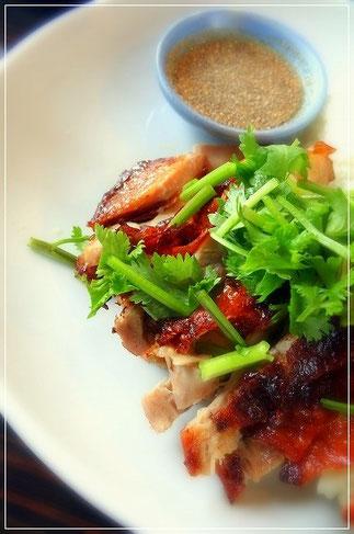 青山1丁目のタイ食堂ヤムヤムサイアム。タイのローストチキン、ガイヤーンです。
