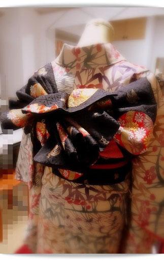 10代のお嬢様のための、振袖帯結び。3つ山ひだとびょうぶひだで作った帯結びです。