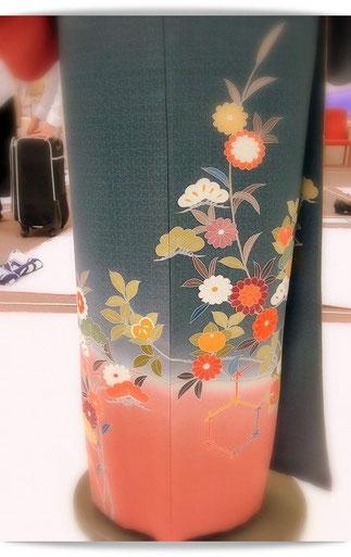 着付け国家技能検定2級の作品。後ろ姿が裾つぼまりになって美しいです。