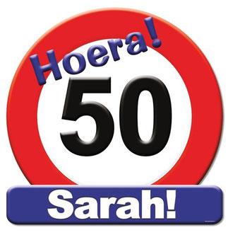 Deurbord 50x50 cm € 4,99 Hoera Sarah!