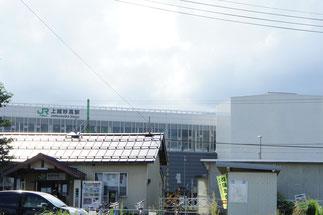現脇野田駅(手前)と上越妙高駅(奥)